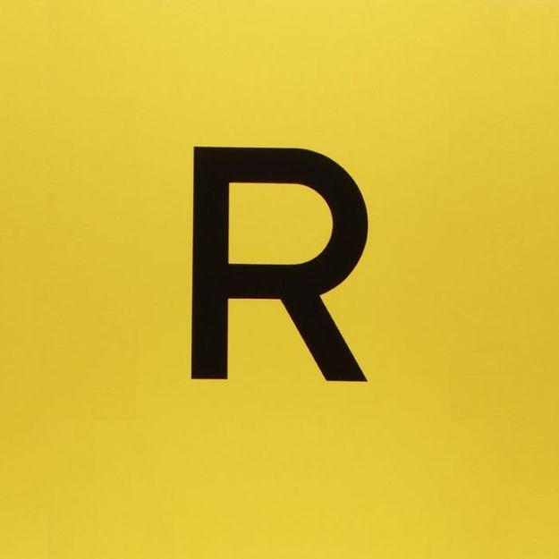 Etichetta gialla con lettera R